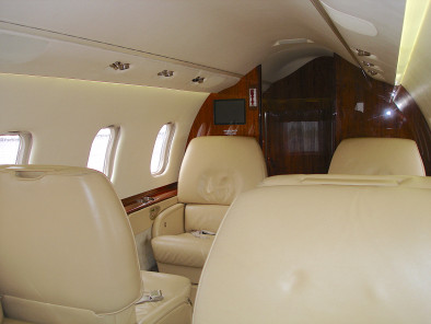 Bombardier LearJet 60, Business Aircraft, used by Private Jet Charter service from AB Corporate Aviation, showing bombardier-learjet-60-seats.
