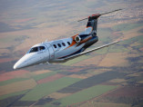 Image embraer-phenom-100-flying of Embraer Phenom 100 available for rent of flights with a Air taxi