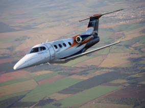 Embraer Phenom 100, Air Taxi, used by Private Jet Charter service from AB Corporate Aviation, showing embraer-phenom-100-flying.