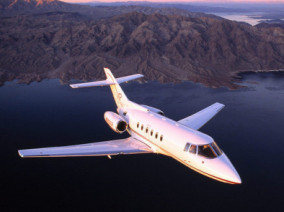 Image hawker-800-xp-flying of Hawker 800 XP available for rent of flights with a Private Jet
