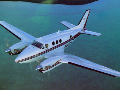 Image beechcraft-king-air-90-flying of Beechcraft King Air 90 available for rent of flights with a Air taxi