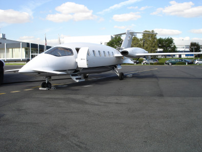 Image piaggio-p180-avanti-exterior of Piaggio P180 Avanti available for rent of flights with a Private Aircraft
