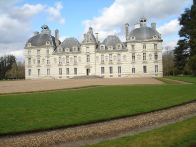 Image of the VIP excursion Loire valley castles: Cheverny and Beauregard showing loire-valley-castles-cheverny-garden, flying with a Private Helicopter thanks to AB Corporate Aviation