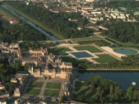 Image of the VIP excursion Paris sightseeing tour: castle of Fontainebleau showing paris-sightseeing-tour-castle-of-fontainebleau-sky-view, flying with a Private Helicopter thanks to AB Corporate Aviation