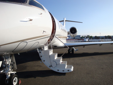 Image bombardier-challenger-300-door of Bombardier Challenger 300 available for rent of flights with a Business Jet