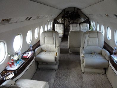 Image falcon-2000-interior-02 of Dassault Falcon 2000 available for rent of flights with a Private Jet